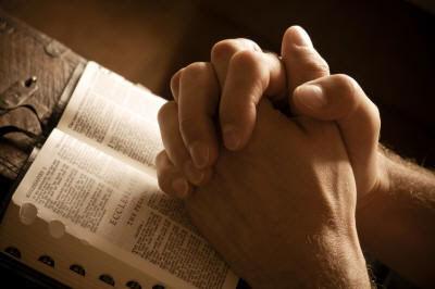 mains-en-priere